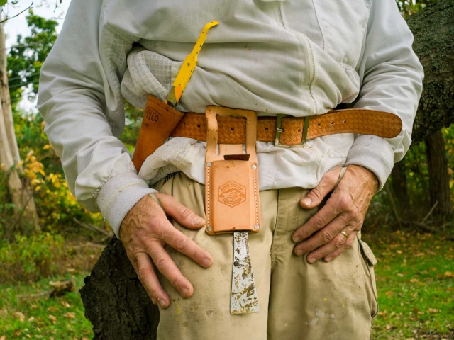 EM Gold Beekeepers Beekeeping tool belt Photo