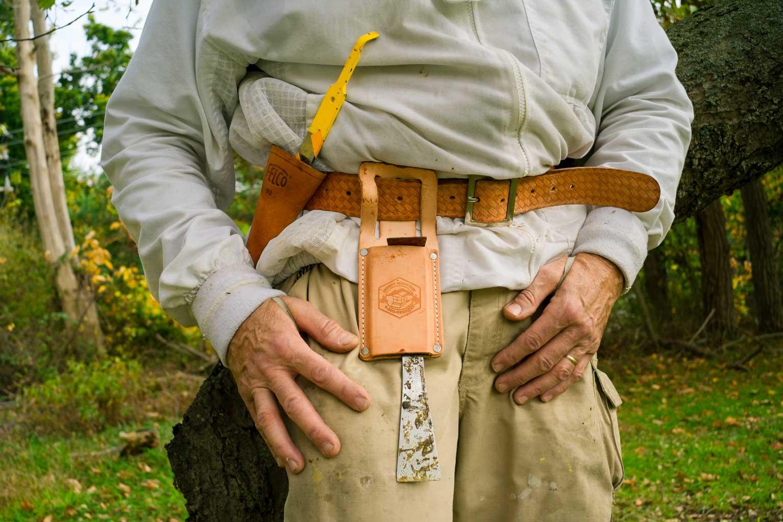 EM Gold Beekeepers Beekeeping tool belt Photo